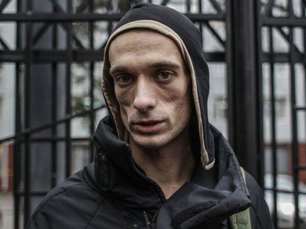 Скандально известный художник Петр Павленский пытался поджечь ФСБ на Лубянке (ВИДЕО)