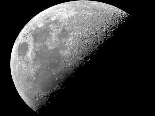 СМИ: Роскосмос отказался строить базу на Луне