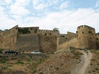 В Дагестане неизвестные расстреляли посетителей крепости «Нарын-Кала»