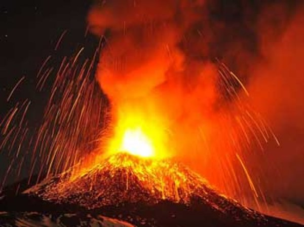 Роскосмос обнародовал космические снимки извержения вулкана Этна