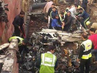 В Индии разбился самолет с военными