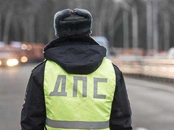 """Москвичка на """"Мерседесе"""" сбила полицейского и километр протащила на капоте"""