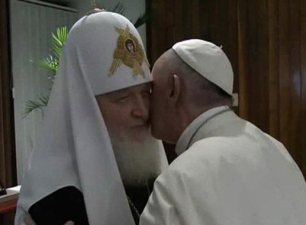 Патриарх Кирилл и папа римский Франциск встретились впервые в истории (видео)