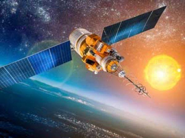 """Hubble показал космического """"каннибала"""""""
