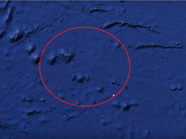 Уфологи на дне Тихого океана обнаружили огромную базу инопланетян и следы от транспорта