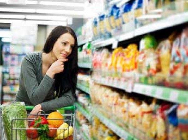 Социологи: почти 70% россиян начали экономить на еде