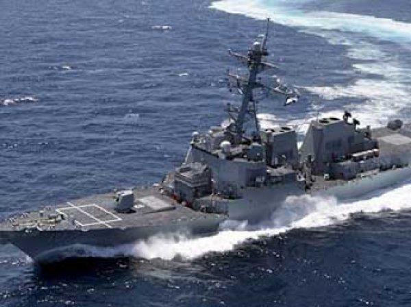 В СМИ попало ВИДЕО опасного сближения эсминца США с кораблем РФ