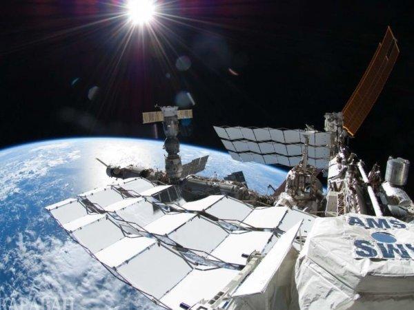 С борта МКС засняли стыковку НЛО с космической станцией