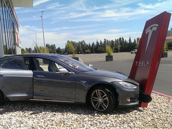 """В США при испытании """"автодрона"""" Tesla погиб человек"""