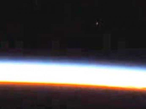 Камера МКС засняла подлетающий к Земле НЛО