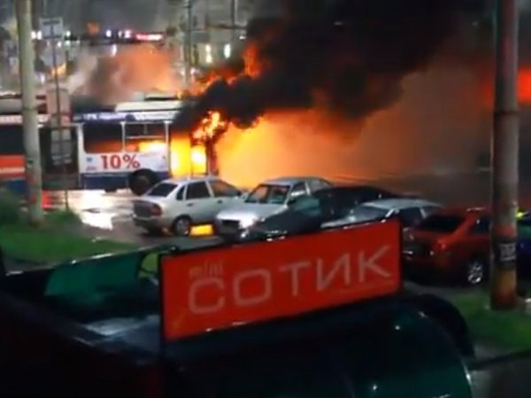 В Петрозаводске из-за удара молнии сгорел троллейбус (ФОТО, ВИДЕО)