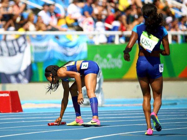 Эстафета 4х100, женщины, Олимпиада 2016: сборная США потеряла эстафетную палочку, но все равно прошла в финал (ВИДЕО)