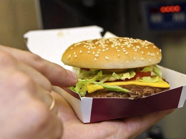 В США двум посетителям McDonald's приготовили бургеры с червями