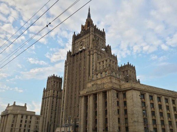 СМИ: Россия может разорвать дипломатические отношения с Украиной