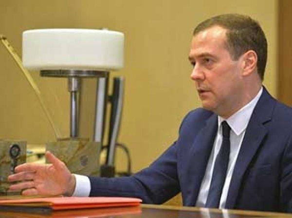 Медведев официально отдал приоритет российским товарам в госзакупках