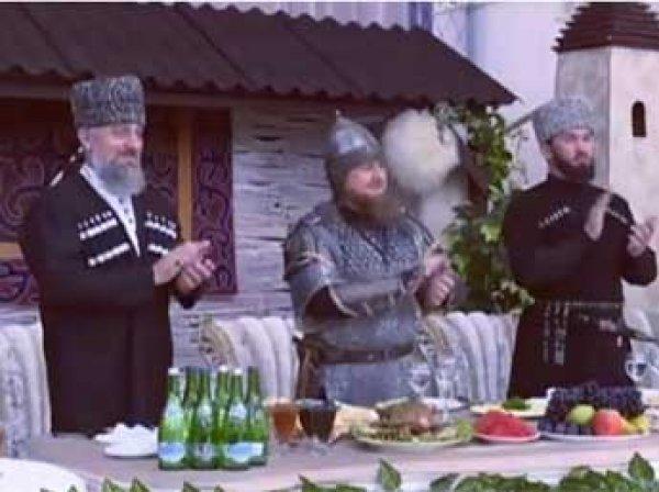 Сеть взорвало ВИДЕО с приема, на который Кадыров пришел в шлеме, с мечом и копьем