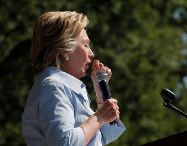 """""""Кто-то водит гвоздем по доске"""": Хиллари Клинтон испугала избирателей """"голосом курильщика"""" (ВИДЕО)"""
