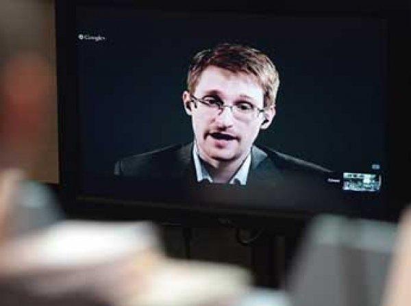 Безопасность в Сети: Сноуден советует заклеить пластырем камеру на личных компьютерах