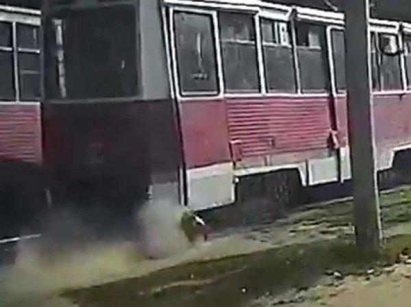 Шок: в Саратове трамвай несколько сотен метров тащил по земле зажатого дверью мужчину (ВИДЕО)