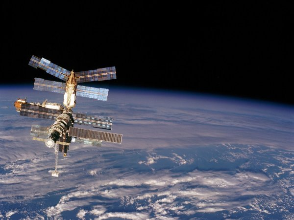 Youtube ВИДЕО гигантского НЛО засняли камеры МКС