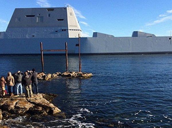 Новейший американский суперэсминец заглох в Панамском канале