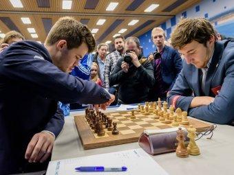 Гроссмейстеры Карлсен и Карякин встретятся в тай-брейке (ВИДЕО)