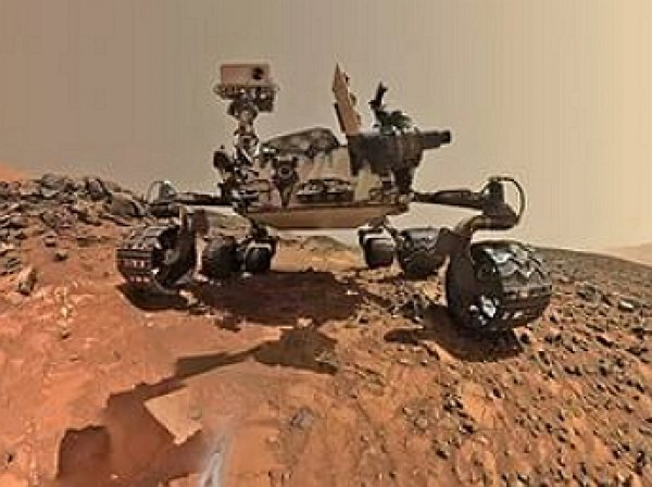 Марсоход Curiosity обнаружил на красной планете фиолетовые камни