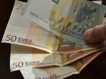 ЦБ РФ резко опустил курс евро на пятницу