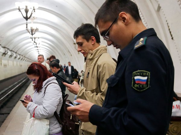 СМИ: в московском метро может пропасть сотовая связь
