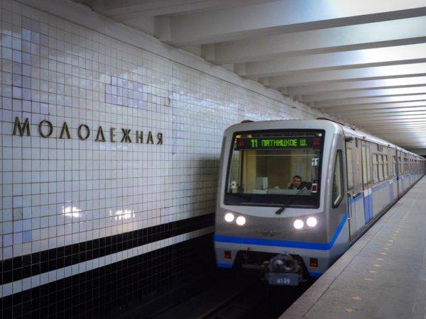 В Москве скончалась женщина, прыгнувшая с ребенком под поезд в метро