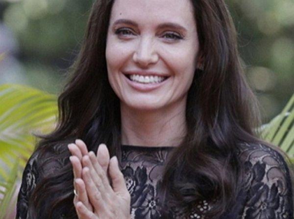 Анджелина Джоли впервые вышла в свет после разрыва с Питтом