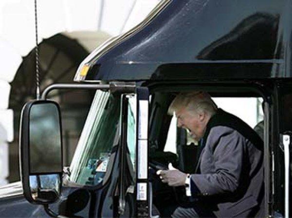 ФОТО Дональда Трамп за рулем грузовика стал мемом