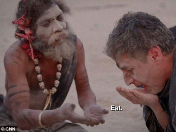 Ведущий CNN съел кусок человеческого мозга в гостях у племени каннибалов (ВИДЕО)
