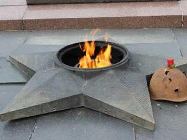 У Вечного огня в Петербурге заживо сгорел бездомный (ВИДЕО)