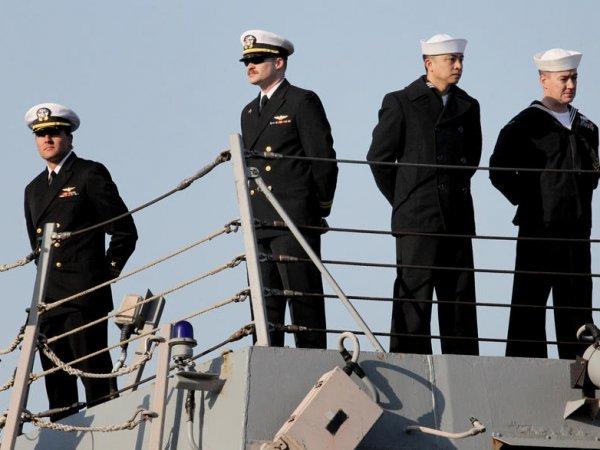 Адмирал и 8 офицеров ВМС США выдавали военные секреты в обмен за дикие секс-вечеринки (ВИДЕО)