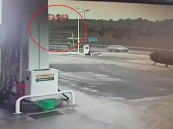 Падение вертолета с россиянами в Стамбуле попало на ВИДЕО