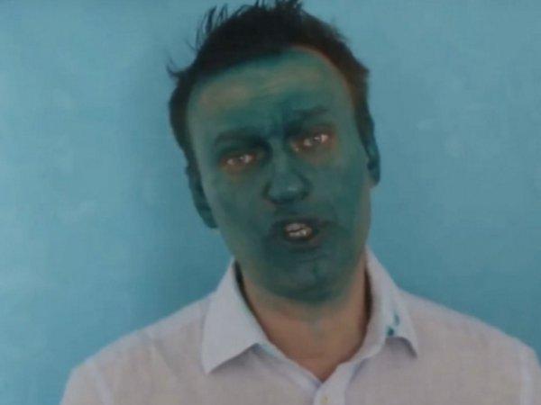 В Барнауле Навального облили зеленкой перед открытием его предвыборного штаба (ФОТО)