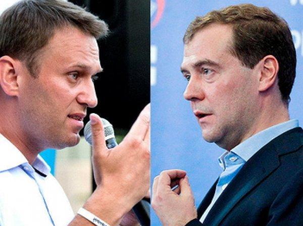 """Медведев """"забанил"""" Навального в Instagram"""