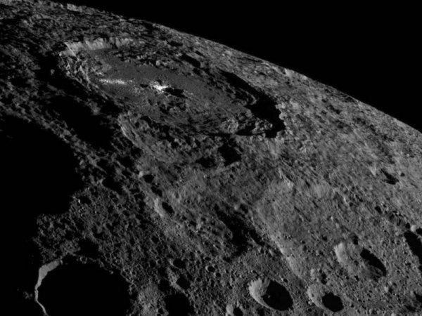 Ученые обнаружили у Цереры исчезающую атмосферу