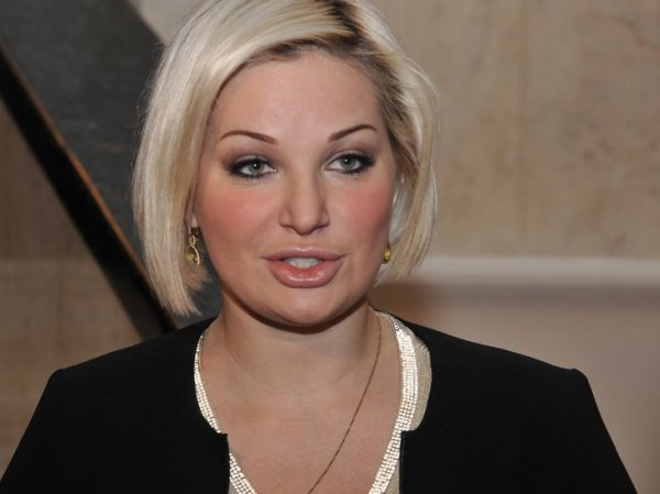 Мария Максакова в вышиванке спела перед Порошенко