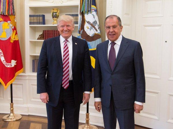 СМИ: Трамп рассказал Лаврову о планах ИГИЛ взорвать российский самолет