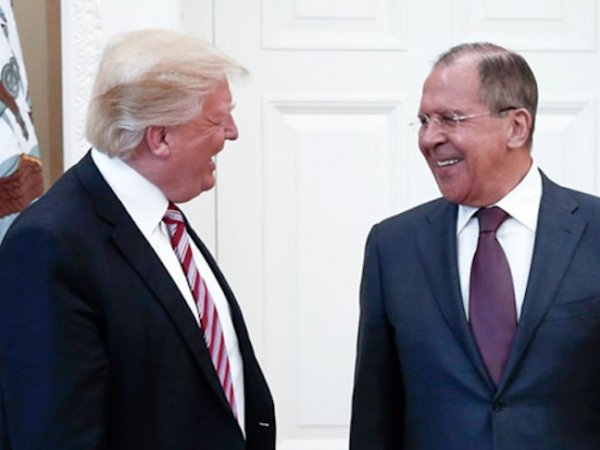 СМИ: Трамп передал Лаврову сверхсекретные документы по ИГИЛ