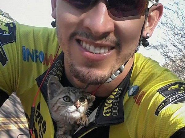 ВИДЕО с велогонщиком, спасшим котенка во время заезда, собрало 1,5 млн просмотров