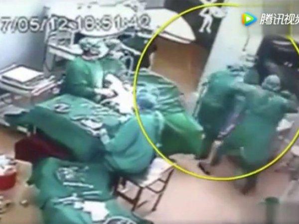 ВИДЕО драки китайских хирургов во время операции попало на YouTube