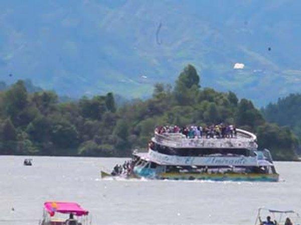 В Колумбии затонуло судно со 150 туристами: есть жертвы