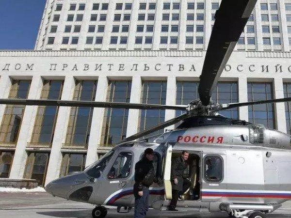 В Шереметьево самолеты несколько часов кружили над  аэропортом из-за вертолета Медведева