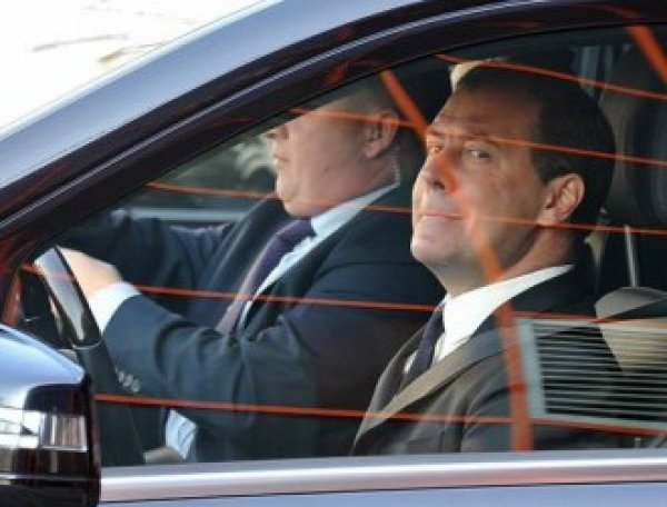 СМИ: визит Медведева к теще спровоцировал пробку в Ленобласти (ФОТО)