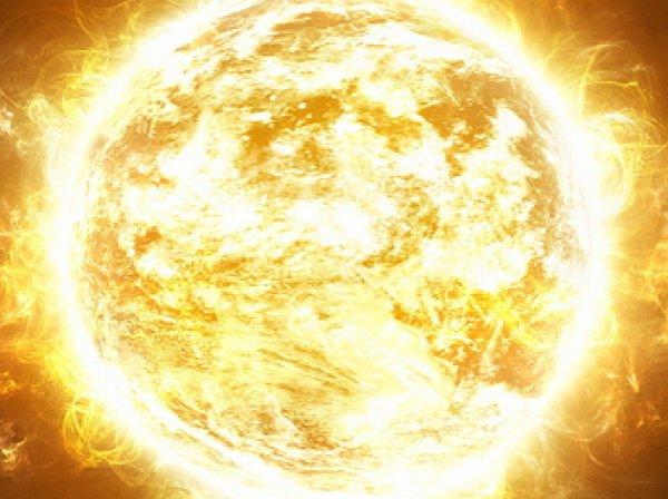 Уфологи разглядели на снимке NASA огромное НЛО, заряжающееся от Солнца
