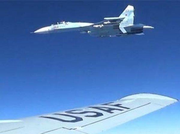 СМИ опубликовали ФОТО опасного пролета истребителя из России