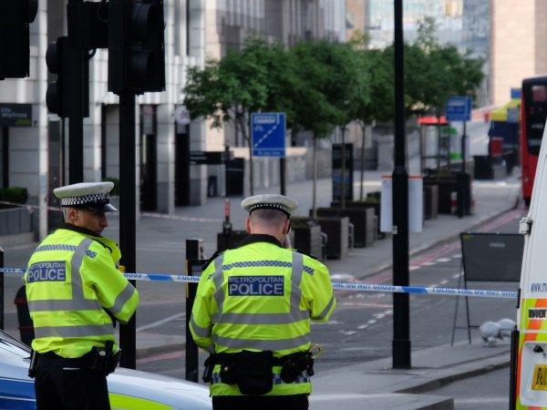 В Лондоне фургон протаранил толпу пешеходов: есть жертвы (ВИДЕО)